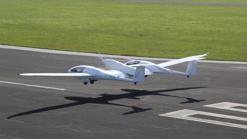 Her ser du take-off til hydrogenflyet HY4 som ble utviklet av Det tyske senteret for luft- og romfart (DLR).