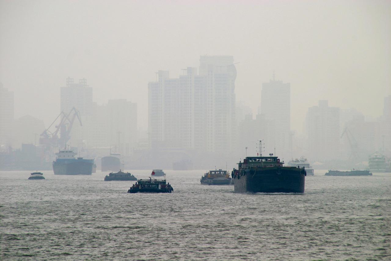 Kina er i dag et enormt industriland, og sliter blant annet med store mengder luftforurensning.